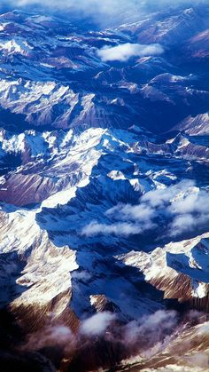 Mountain View / Find more Nature themed wallpapers for your #iPhone + #Android @prettywallpaper