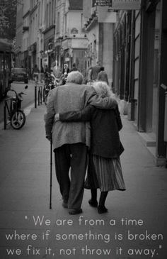 Nothing is more uplifting than an old couple in love (31 Photos)
