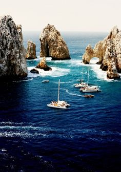 Cabo San Lucas #Mexico #travel #beach  I like this Arch very beautiful and the sea is calm.