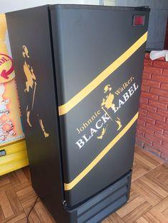 Envelopamento de geladeira com preto fosco e black label - LLX Visual (11) 2626-3859 Decoração de Bar!