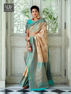Rs3,100.00 Latest Indian Saree, Indian Sarees, Raw Silk Saree, Silk Sarees, Jamdani Saree, Brocade Blouses, Latest Designer Sarees, Embroidered Clothes, Traditional Sarees