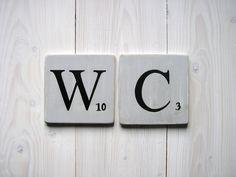 Réservé: lettres décoratives en bois patiné façon scrabble gris souris WC : Décorations murales par expression-deco