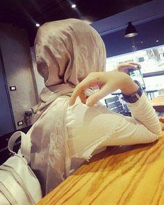 Alfida Stylish Dresses For Girls, Stylish Girls Photos, Stylish Girl Pic, Hijabi Girl, Girl Hijab, Hijab Outfit, Stylish Hijab, Hijab Chic, Beautiful Muslim Women