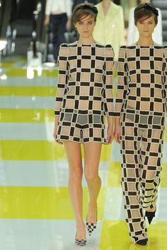 Louis Vuitton Spring 2013 Ready-to-Wear Paris Pre Owned Louis Vuitton, Vintage Louis Vuitton, Louis Vuitton Handbags, Louis Vuitton Monogram, Vintage Monogram, Colourful Outfits, Vogue, Playsuits, Fashion Show