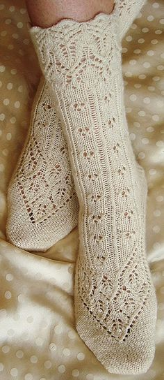 Lingerie sock : Knitty First Fall 2011 - free knitting pattern