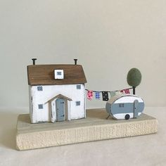 Holiday cottage, this one is always a favourite, will always be making one of these #shabbydaisies #shabbychic #cottage #caravan#rustic #driftwoodart #vintagevan#handmade #washingline