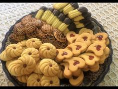 حلويات العيد : أربعة أشكال بعجين واحد اقتصادي و سهل - YouTube Clay Crafts, Eid, Cake Recipes, Biscuits, Sweets, Cookies, Desserts, Packaging, Videos