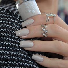 Shared by AtaDeniz✅. Find images and videos about square nails&rings on We Heart It - the app to get lost in what you love. Simple Acrylic Nails, Best Acrylic Nails, Simple Nails, Classy Nails, Stylish Nails, Trendy Nails, Nail Paint Shades, Milky Nails, Gel Nails
