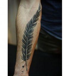 Tatouage sexy pour homme : le tatouage plume