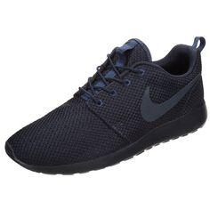 Sportliche schwarze Sneakers von Nike Sportswear. Die Sneakers eignen sich super für einen modischen Alltagslook.