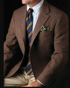 Brown sport coat, white shirt with light blue check, navy tie with yellow & red stripes, khakis Suit Fashion, Look Fashion, Mens Fashion, Sharp Dressed Man, Well Dressed Men, Brown Sport Coat, Mens Sport Coat, Terno Slim, Herringbone Jacket