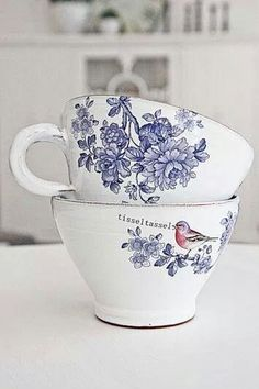 Anna ceramics Incredibly beautiful craft of the potter Anna Wrigstad Ostberg. Each cup is unique and has different birds and quotes. The cup . Delft, Coffee Cups, Tea Cups, Keramik Design, Cuppa Tea, Blue And White China, Blue China, My Cup Of Tea, Vintage China