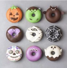Donuts so creative you almost dont want to eat them. I mean come on their donuts. Donuts so creative you almost dont want to eat them. I mean come on their donuts. Halloween Donuts, Halloween Cake Pops, Halloween Treats, Happy Halloween, Halloween Appetizers, Halloween 2018, Chocolat Halloween, Halloween Desserts, Halloween Party
