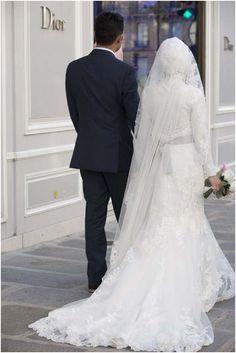 Full length lace wedding dress | Image by WeddingLights, read more http://www.frenchweddingstyle.com/wedding-celebration-paris/