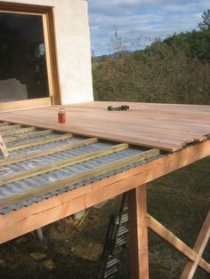 wooden terrace on stilts in Aubenasson in December 2016 - structuresbois Under Deck Roofing, Patio Under Decks, Decks And Porches, Patio Deck Designs, Balcony Design, Patio Roof, Backyard Patio, Pergola Roof, Under Deck Ceiling