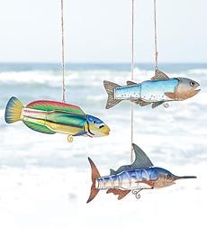 unique-fish-art-ornaments-created-from-repurposed-bottles-and-metal