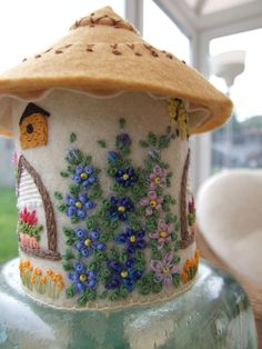 Felt English Country Cottage Ornament / Pin by sweetheartsandroses - Fabric Crafts Felt Crafts, Fabric Crafts, Sewing Crafts, Diy Crafts, Garden Crafts, Felt Pincushions, Craft Projects, Sewing Projects, Felt House
