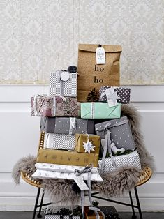 CHRISTMAS 2017: For most people Christmas ends with a whole bunch of presents. The expectations for the presents underneath the tree get even higher when the presents are carefully wrapped with an eye for the details. There are endless possibilities to wrap your presents your way, but be sure to do it with lots of love. Design by Bloomingville #bloomingville #happychanges #christmas #nordic #christmaspresent #wrapping #homedecor #interiordesign #interior #bloomingvillehappydays…