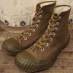 -New Arrival- 『1940'S US.ARMY CONVERSE 』  40年代US.AMRYコンバース SIZE9、グッドコンディション。 ※お電話での商品問合せはご遠慮ください。通販をご希望の際はコメント欄/メールにてお問合せくださいませ。 ※We are sorry. No international orders. #ACORN #VINTAGE #ヴィンテージ #ビンテージ #VINTAGE買取 #ヴィンテージ買取 #ビンテージ買取 #高価買取 #業界No1査定 #古着買取 #CONVERSE #40s #コンバース #usarmyacorn_vtg Converse Shoes, Men's Shoes, Shoe Boots, Work Sneakers, Casual Sneakers, Best Looking Shoes, Jungle Boots, Style Retro, Plimsolls