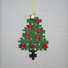 Upcycle puzzle tree