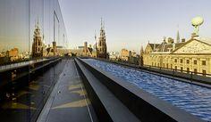 W Hotel Amsterdam. Prachtige rooftop bar. For the happy few ... incl. verderzetting lichtfestival op toilet (januari 2016)