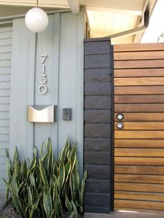 color inspiration Front door house numbers My Houzz: A Cliff May Home Leads the Way in Long Beach modern entry Modern Entry, Modern Exterior, Exterior Colors, Exterior Design, Exterior Paint, Unique Mailboxes, Door Paint Colors, House Front Door, Painted Front Doors
