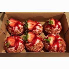 Island Girl Custom Cakes and Cupcakes - Strawberry crunch cupcakes - Strawberry Crunch Cake, Fresh Strawberry Recipes, Strawberry Ideas, Chocolate Covered Apples, Chocolate Crunch, Chocolate Cheesecake, Delicious Desserts, Dessert Recipes, Yummy Food