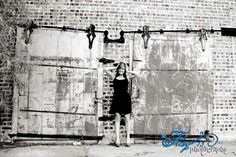 Senior photography graduation pictures.  Fling photography black and white