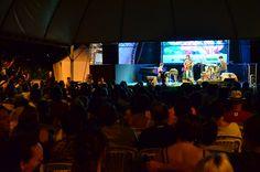Pré-show de trio instrumental na praça Floriano Peixoto, Belo Horizonte, MG (nov/2015).