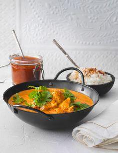 Butter chicken eli intialainen voikana on yksi rakastetuimmista intialaisen keittiön kanaruoista. Maultaan pehmeän mausteinen voikana maistuu myös lapsille. Butter Chicken, Garam Masala, Dessert Recipes, Desserts, Food Inspiration, Anna, Koti, Kitchen, Tailgate Desserts
