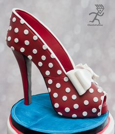 Rockabilly Inspired cake with edible Peeptoe stiletto - Cake by Ciccio