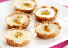 Passion fruit pies with coconut flakes - Passion-kookospiiraat