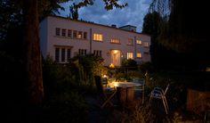 Art Deco trifft Bauhaus: Die vom Architekten Jean-Eugène Adelbrecht im frühen 20. Jahrhundert als Herrenhaus erbaute Villa wurde einst von französischen Gesellschaften für die Jagd in den Rheinwäldern genutzt. Nun ist das Gebäude ein außergewöhnliches ...