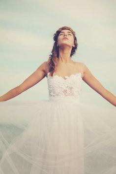 Trendy Wedding, blog idées et inspirations mariage ♥ French Wedding Blog: {la robe du jour} Loren par Grace Loves Lace