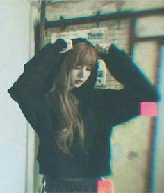 Jennie Lisa, Blackpink Lisa, Blackpink Photos, Girl Photos, Yg Entertainment, South Korean Girls, Korean Girl Groups, K Pop, Jenny Kim