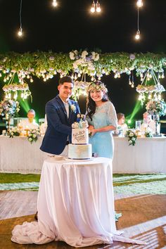 Bride and groom cut into their travel-themed wedding cake in Phalosa Villa, Seminyak, Bali // Yoska and Nariza capped off their week-long celebrations with a bang with a sunset ceremony and dinner reception held at Phalosa Villa, Seminyak, Bali, shot by Haniff Hazim of Wedlocx and planned by Bali Berdua. The couple hosted an intimate, travel-themed destination wedding for their closest friends and family, complete with