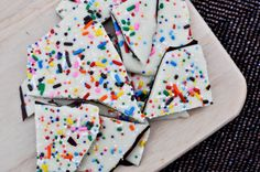 Cake Batter Chocolate Bark I howsweeteats.com