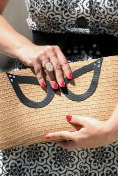 Cat Eye Clutch  - Perfect for fashionistas looking to add some vintage touches to their accessory collection, this Cat Eye Clutch will definitely make you feel like ...