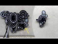 : Soutache with small pearls and adding an extra thread tutorial Shibori, Soutache Tutorial, Macrame Tutorial, Soutache Pendant, Soutache Necklace, Bead Embroidery Jewelry, Beaded Embroidery, Diy Jewelry, Beaded Jewelry