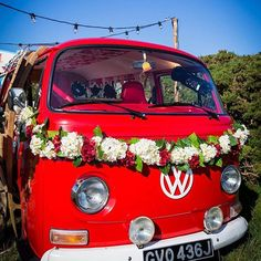 OMG! Look at Rory @thelittleredbusuk !!! #wedding #photobooth #stunninginthesun #putsboroughbeach #northdevon #weddingfun #vw #vw❤️ #vwbus #wedfest #weddingday #weddingfestival #summersun #vwphotobooth #availabletohire #southwest