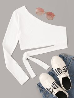 To find out about the One Shoulder Knot Rib-knit Crop Top at SHEIN, part of our latest T-Shirts ready to shop online today! Grunge Look, 90s Grunge, Grunge Style, Soft Grunge, Grunge Outfits, Crop Top Outfits, Cute Casual Outfits, Summer Outfits, Girls Fashion Clothes