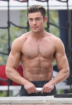 Zac Efron flexes his muscles as he goes shirtless on Baywatch set #dailymail