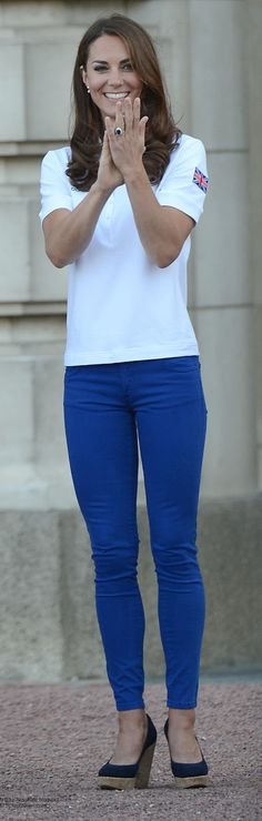 Kate wearing skinny Zara jeans to welcome the Olympic torch to Buckingham Palace.