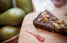 Vegan kerstdessert: raw cacao-taart met dadels & walnoten