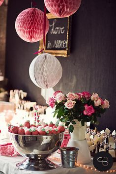 Oh, what a pretty pink wedding decoration! Photo