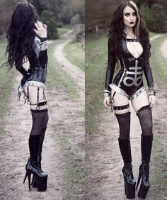 Top Gothic Fashion Tips To Keep You In Style. As trends change, and you age, be willing to alter your style so that you can always look your best. Consistently using good gothic fashion sense can help Hot Goth Girls, Emo Girls, Gothic Girls, Goth Beauty, Dark Beauty, Dark Fashion, Gothic Fashion, Style Fashion, Fashion Top