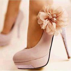veja aqui diversos modelos lindos de viver de sapatos de noiva! Todos os estilos, para todas as personalidade!