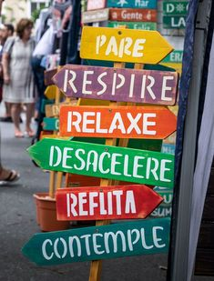 Placa Decorativa PARE, RESPIRE, RELAXE, DESACELERE - JARDIM no Elo7 | Jô Artheira (10A0D16) Inspirational Phrases, Good Vibes, Wood Art, Lettering, Wallpaper, Words, Instagram, Beach Signs, Yard Sign Stakes