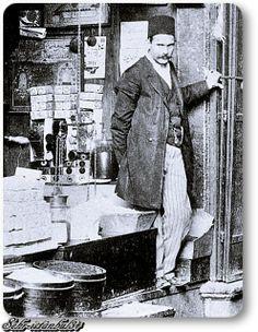 Mısır Çarşısında bir Esnaf - 1890 lar