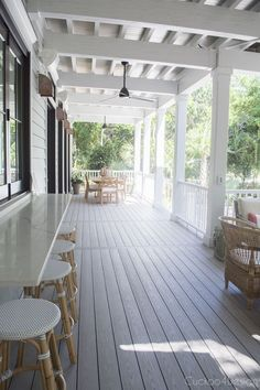 The Southern Living Idea House 2017 is located on Bald Head Island NC with inspiration from the surroundings, eye-catching colors and an open floor plan. Bald Head Island Nc, Building A Porch, Building A House, Porch Addition, Southern Living Homes, Country Farmhouse Decor, Southern Farmhouse, Southern Style, House With Porch
